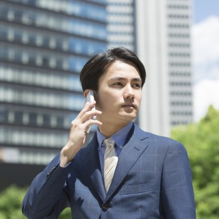 ビジネスマン・スマートフォン